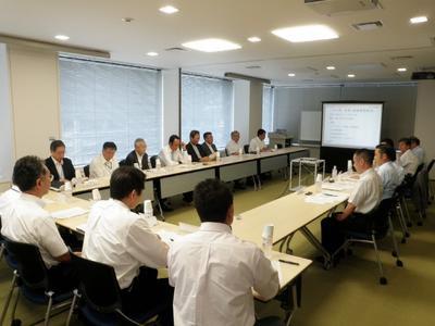 20120830nyk - 日本郵船/社長が船長・機関長と安全運航推進で懇談