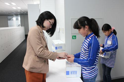 20130328sagawa4 - 佐川急便/小学生19人が宅配便の職業体験