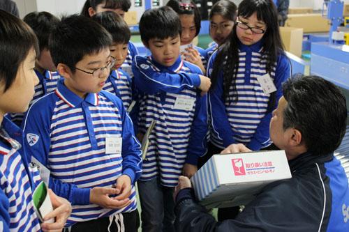 20130328sagawa5 - 佐川急便/小学生19人が宅配便の職業体験
