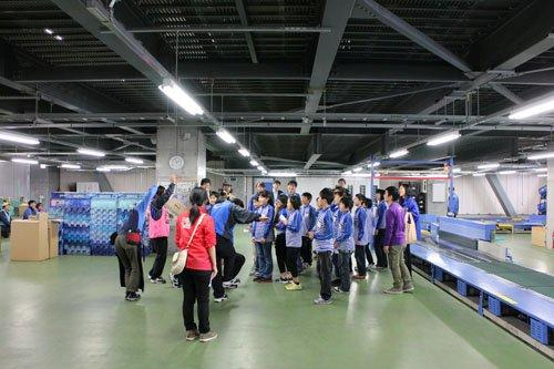 20130328sagawa8 - 佐川急便/小学生19人が宅配便の職業体験