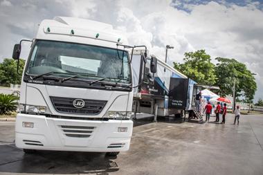 20130719ud - UDトラックス/タイのサービスエリアで移動式休憩所