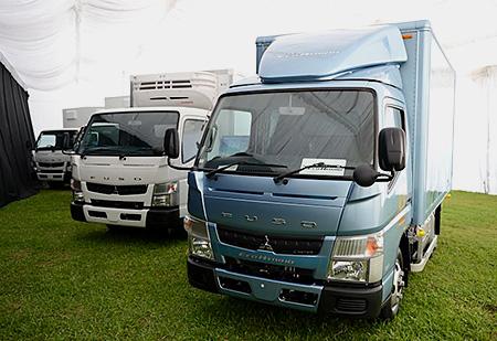 20130828mitsubishif - 三菱ふそう/小型ハイブリッドトラックをシンガポールで発売