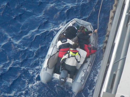 20131004nyk - 日本郵船/グループ所有船が南太平洋で遭難者3人を救助