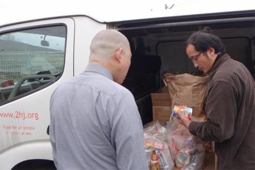 20131107seiyu - 西友/物流センターで食品寄付活動