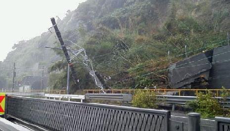 興津駅~由比駅間の土砂流入
