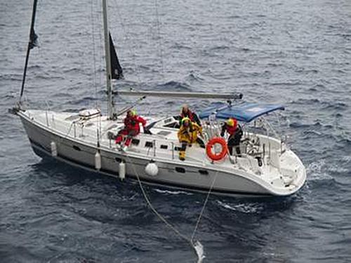 MICHIGAN HIGHWAYの救助を待つHUNTERの乗組員