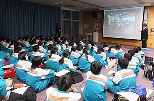 20150204plus - プラス/中学校と物流センターをネットでつなぎ、物流について授業