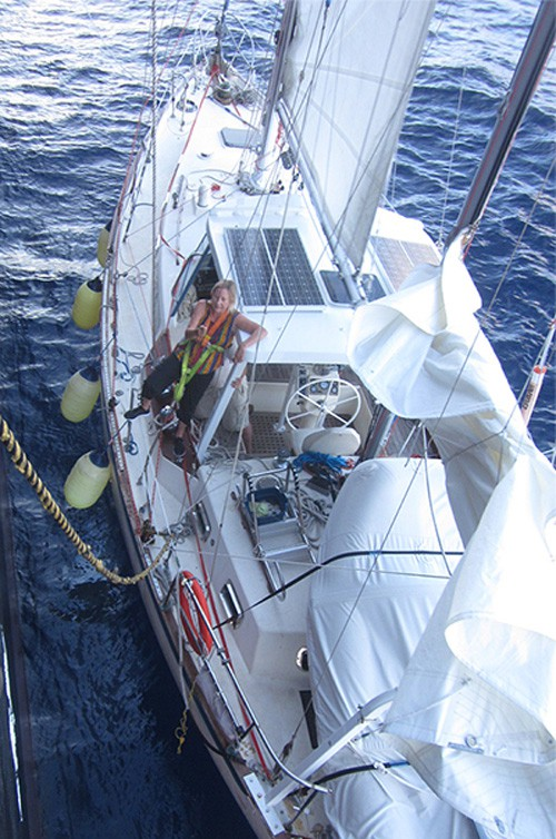 20150514nyk 500x754 - 日本郵船/コンテナ船が太平洋で遭難ヨットを救助