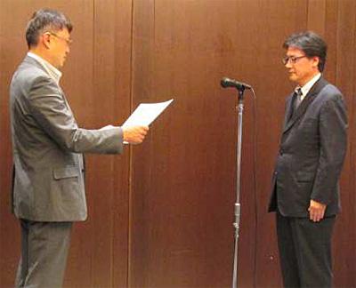 長谷川 和彦 パソコン3R推進協会代表理事(左)、山九の国清 嘉人ロジスティクス・ソリューション事業本部副本部長(右)