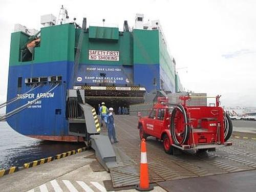 川崎汽船の自動車専用船JASPER ARROW ... 川崎汽船/ペルー向け消防車の無償海上輸送