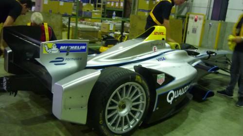 20150826dhlg1 500x281 - DHLグローバル/フォーミュラEレーシングカーを輸送