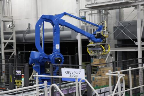 TBC埼玉のデパレタイザーロボットによる梱包ピッキング