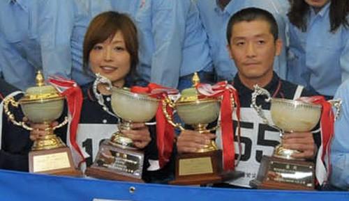 厚生労働大臣賞を受賞した兼子選手(左)、稲山選手(右)