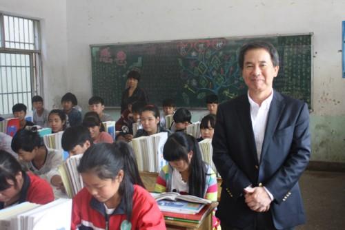 右:日本郵船の磯田裕治経営委員・中国総代表