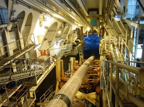ガス輸送パイプライン敷設作業の様子