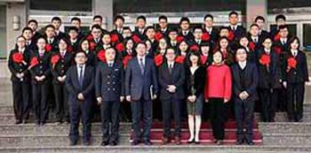 写真前列左から3番目:大連海事大学 単紅軍副校長、同4番目:経営委員・磯田裕治中国総代表