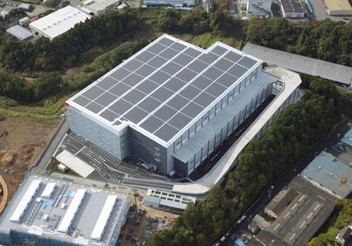 屋根部分にはソーラーパネルを設置