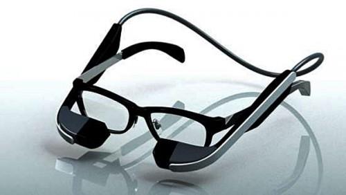 メガネ型ウェアラブル端末の商品プロトタイプのモデルイメージ
