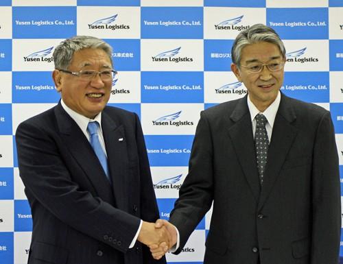 左は倉本博光社長、水島健二新社長