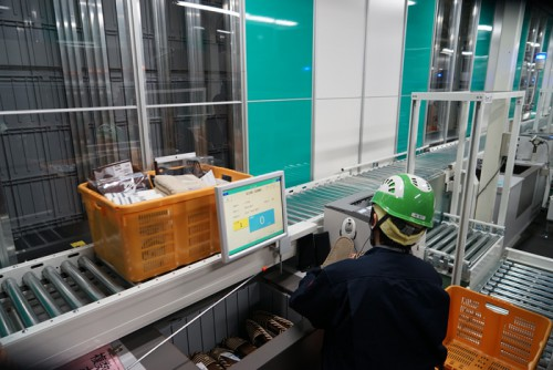20160311nitori27 500x334 - ニトリ/国内初の積み木型ロボット倉庫稼働、段ボールも形状に合わせ自動化