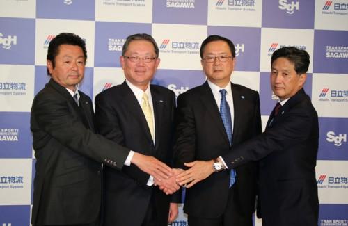 左から佐川急便の荒木社長、SGHDの町田社長、日立物流の中谷社長、日立製作所の斉藤副社長