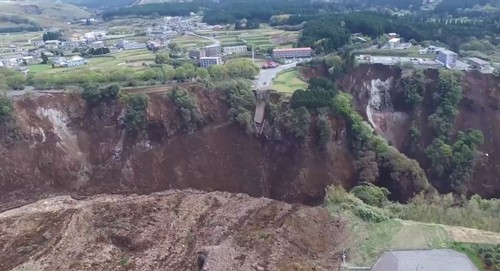 20160417kokudo 500x271 - 国土地理院/阿蘇大橋周辺の土砂崩れ箇所をドローンで撮影