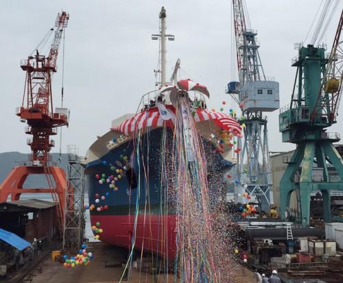 20160506imoto 500x412 - 井本商運/一般・コンテナ併用型船を進水