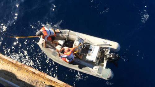 20160614nyk2 500x281 - 日本郵船/運航船がペルー沖で遭難したヨットを救助