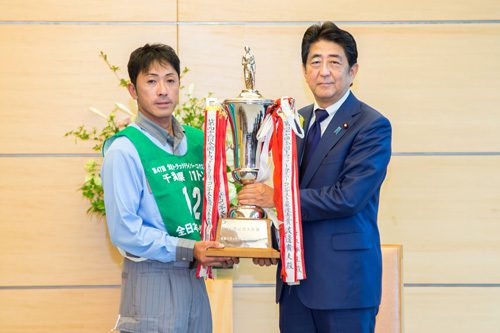 渡邊選手と安倍首相