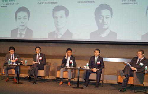 壇上左から寺西雅尚シニアマネージャー、ポール・マクギャリーCEO、宮田啓友社長、中嶋康雄CEO、アンディー・ハーファートエグゼクティブディレクター