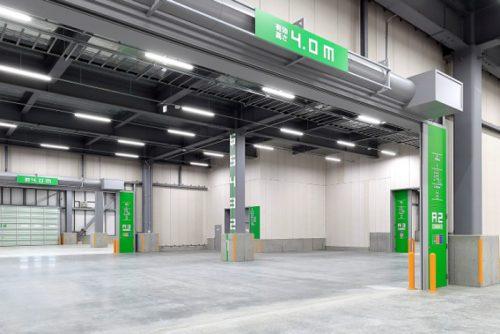 ワンフロア約1.7万m2と広大な建物空間、エリアカラー方式を採用