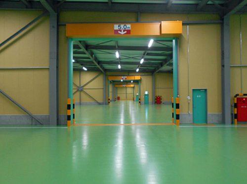2階内部 床面防塵床(グリーン)・無柱構造