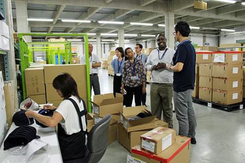 20160913hankyuh2 500x333 - 阪急阪神エクスプレス/アフリカ人3名をインターンに受入れ