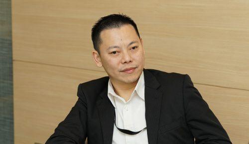クー・シェオ・フォン物流不動産開発部長(左)