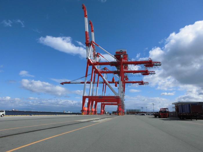 三井造船/名古屋港埠頭からコン...