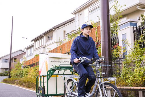 FSST内は台車か電動自転車で配送