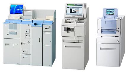 左から紙幣硬貨入出金機「Smart-R」、納金機「LDS-400シリーズ」、紙幣硬貨入出金機「CBM-30」(提供:ローレルバンクマシン)