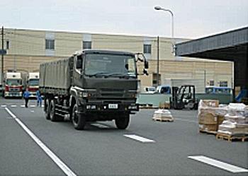 自衛隊車両の到着