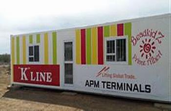 20161114kawasaki1 - 川崎汽船/南アフリカでコンテナを利用した作業所を福祉団体に寄贈