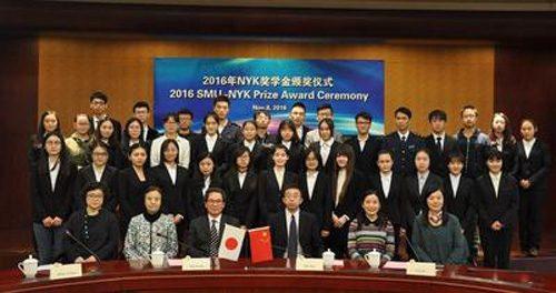 上海海事大学 前列左から3番目磯田裕治経営委員、前列左から4番目がSMU 施欣副校長