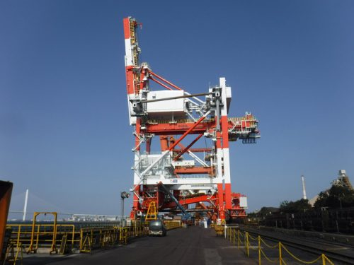 20161124mitsuizosen 500x375 - 三井造船/新日鉄住金名古屋製鉄所に3000T/Hアンローダを据付
