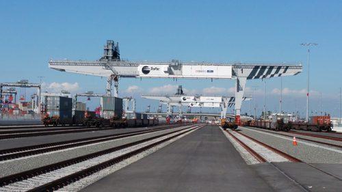 鉄道ヤード用自動化コンテナクレーン