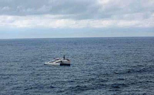 故障したボートを発見