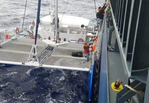 20170127nyk 500x345 - 日本郵船/運航船がバミューダ諸島沖で遭難したヨットを救助