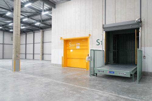4Fのエレベータと垂直搬送機