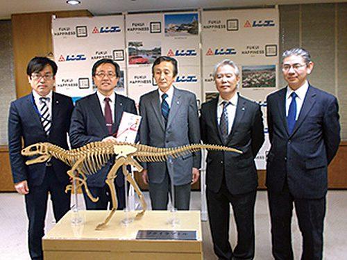 20170206rengo 500x374 - レンゴー/福井県に段ボール製恐竜クラフトを寄贈