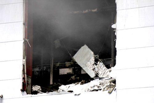 消火用に開けた窓の内部