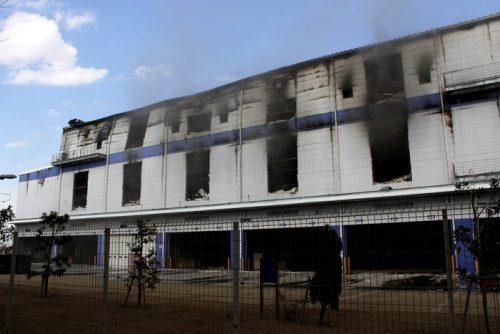 消火用の窓が大きく開けられている