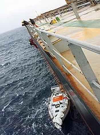 20170303nyk - 日本郵船/運航船がマゼラン海峡で遭難したヨットを救助