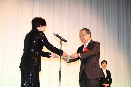 20170310sghd1 500x333 - SGHD/物流業界初、故漆崎博之前取締役が「リーダー・アワード」を受賞